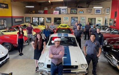 MERRY CHRISTMAS FROM THE CORVETTE MIKE TEAM
